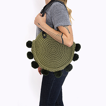 Anne Galante com bolsa Boho