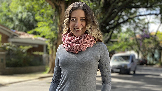 Anne Galante com cachecol