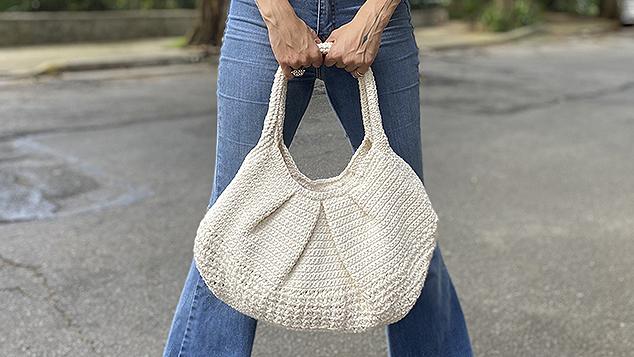 Anne Galante com bolsa