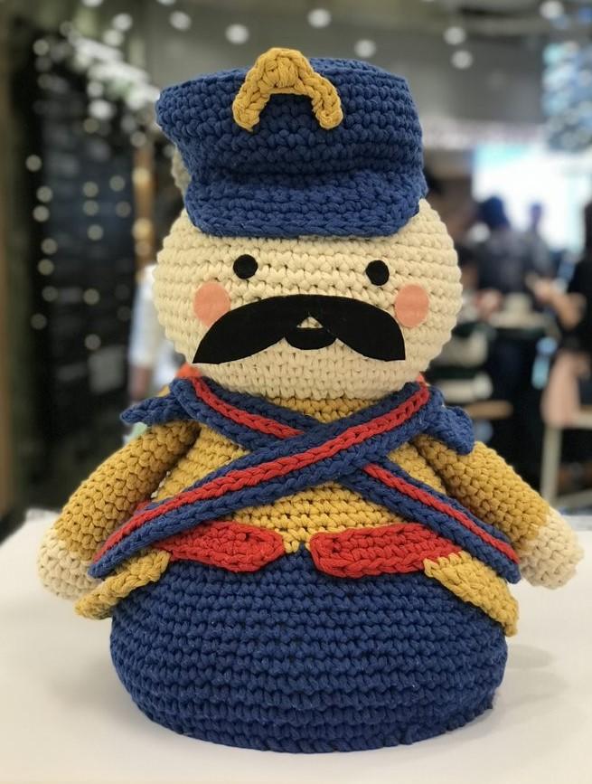 soldado Urso feito todo em crochê